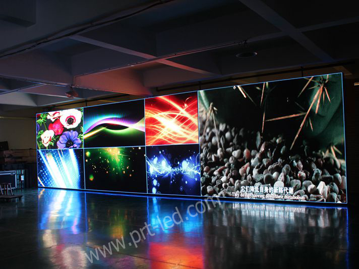 Pantalla digital LED a todo color para interiores con costo reducido P7.62 con paneles delgados